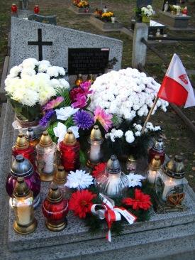 enia WiN Władysława Koby, Leopolda RzÂąsy i Michała Zygo na cmentarzu w Zwięczycy znajduje się pod nieustannÂą opiekÂą mieszkańców Rzeszowa (fot. M. Maruszak)
