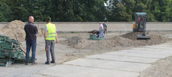 Prace porządkowe na terenie bastionu południowo-wschodniego Zamku (Fot. Marcin Maruszak)